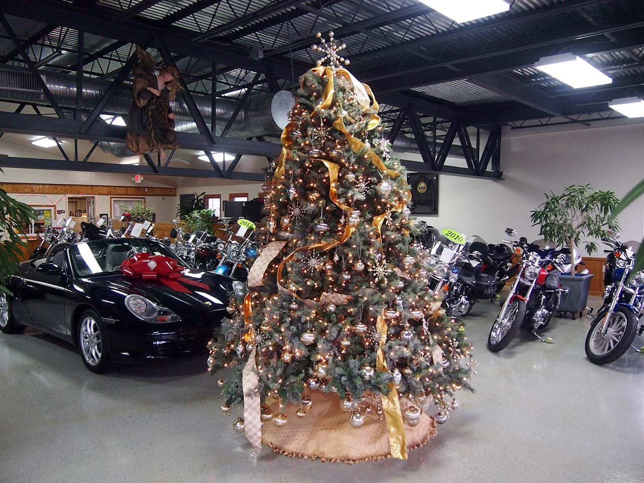 Johnnys Auto Christmas Tree